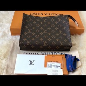 2020 NEW Authentic Louis Vuitton Toiletry Pouch 26